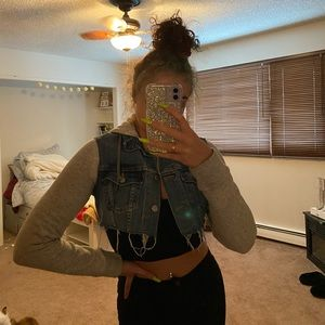 the perfect cropped levi's jacket